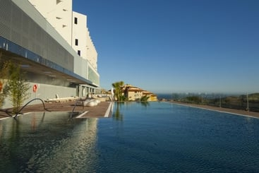 Swimming pool Hotel DoubleTree by Hilton Reserva del Higueron - Adults Only Fuengirola