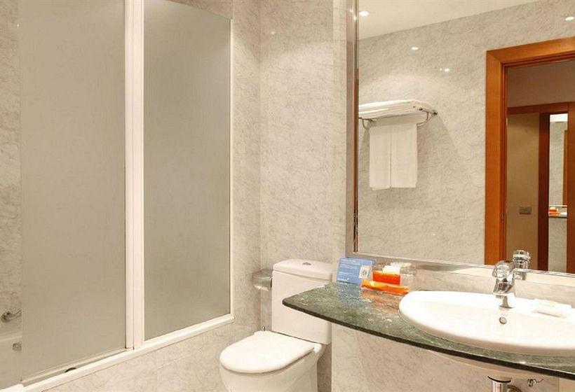 Bathroom Hotel NH Atlántico A Corunya