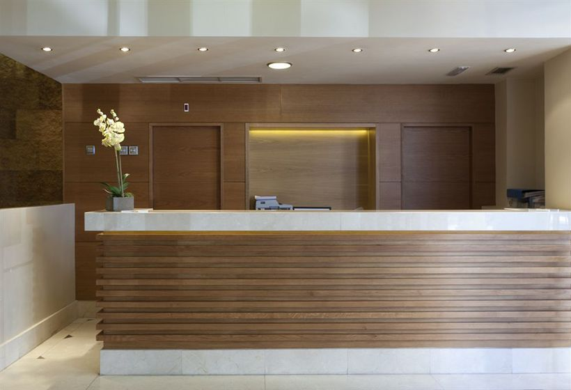Front desk Hotel Sterling Madrid