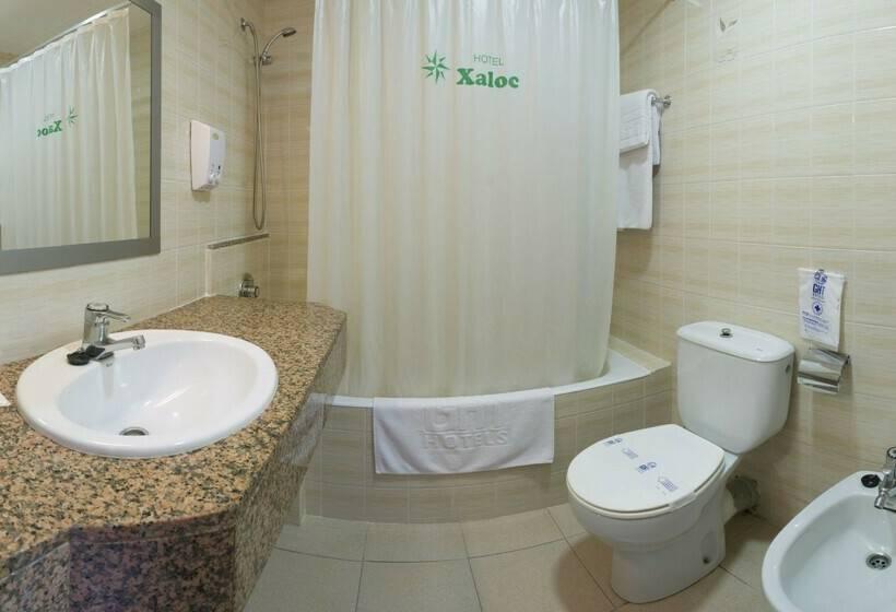Bathroom Hotel GHT Xaloc Platja d'Aro