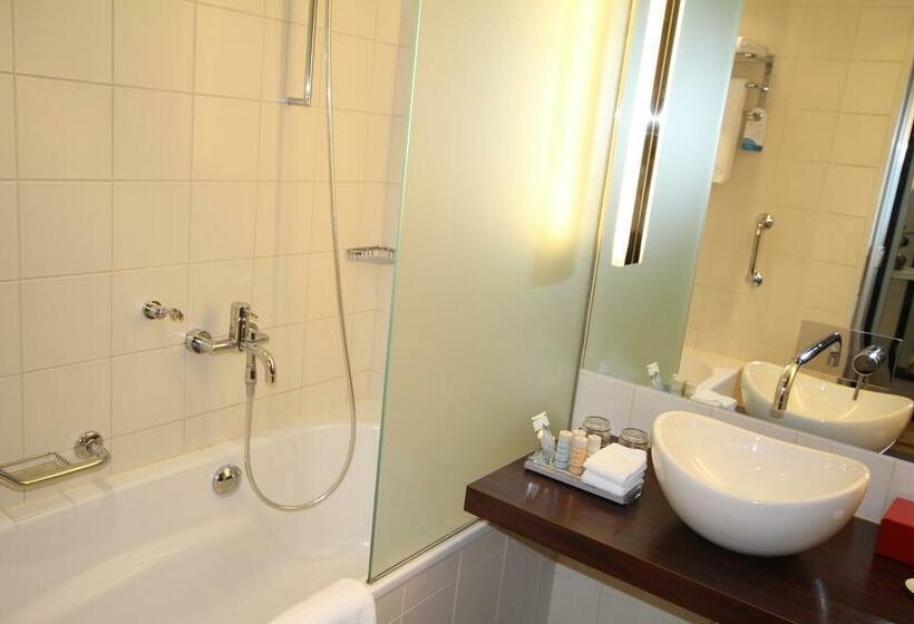 حمام Radisson Blu Hotel Berlin برلين