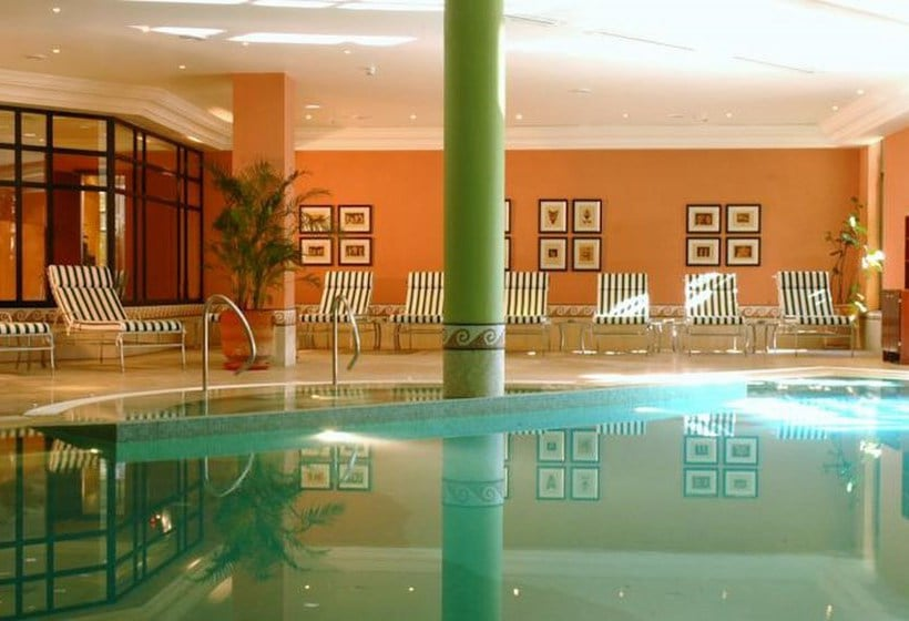 Swimming pool Hotel Hyatt Regency Thessaloniki
