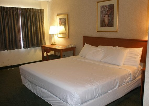 Hotel Clarion Inn North Brunswick