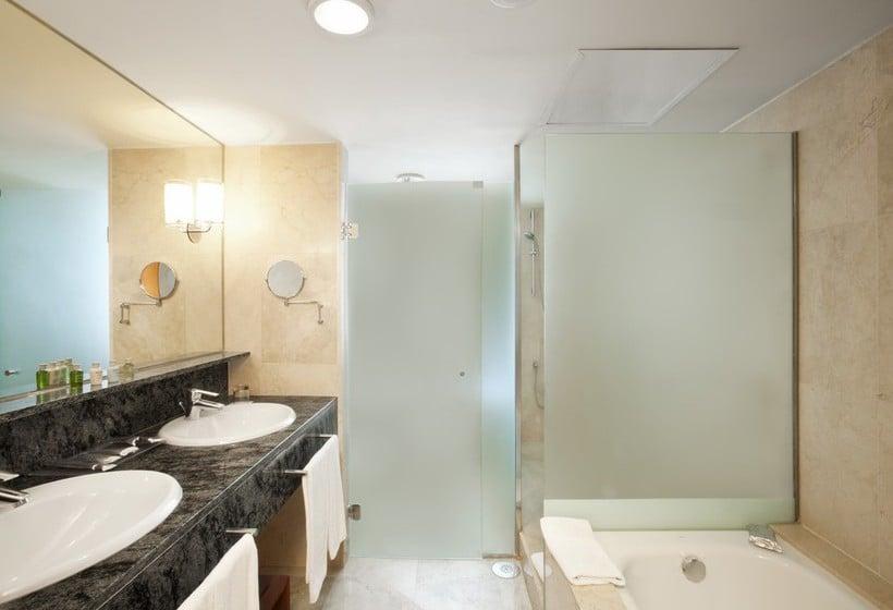 Hotels met zwembad in barcelona destinia - Badkuip bel ...