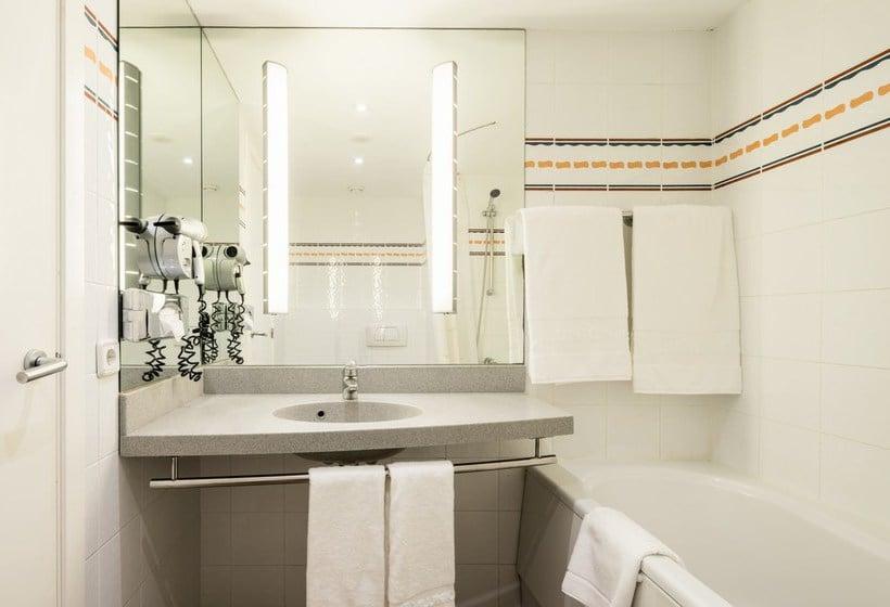 Cuarto de baño Hotel Ilunion Valencia 4