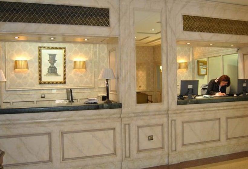 Front desk Hotel Príncipe Pio Madrid