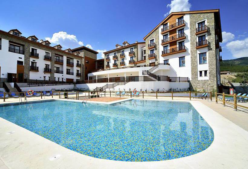 Hotel barcel jaca golf spa en badagu s destinia for Piscina jaca