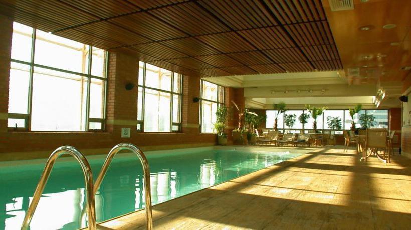 Swimming pool Hotel Intercontinental Santiago Las Condes