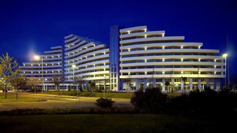 Outside Apartamentos Oceano Atlantico Portimao