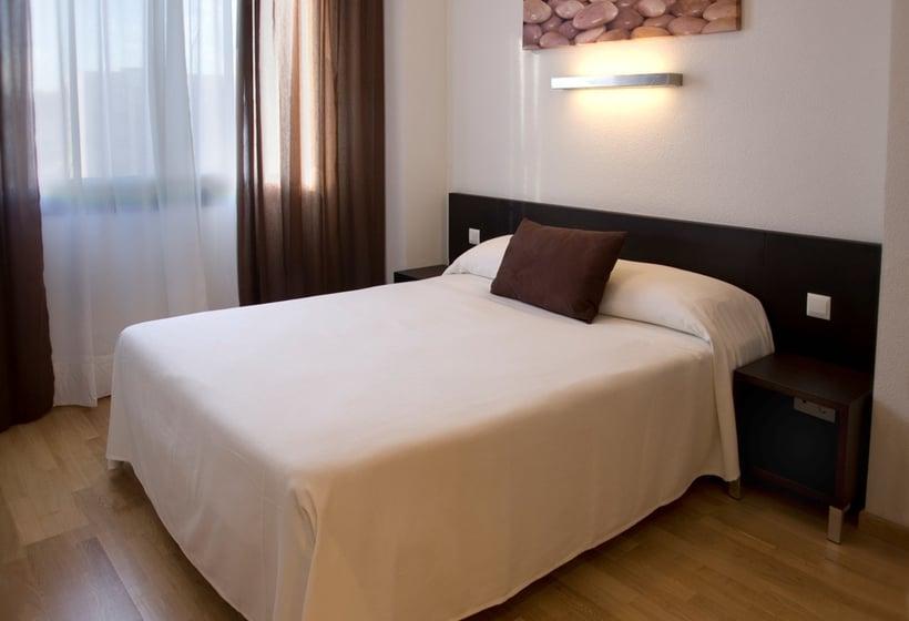 Aparthotel Compostela Suites Madrid