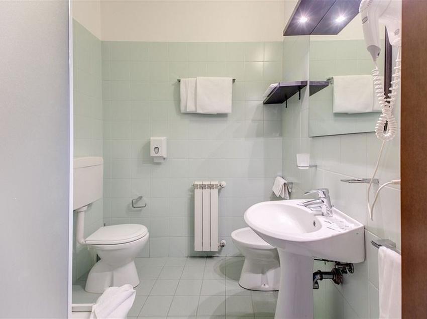 Bathroom Alba Hotel Torre Maura Rome