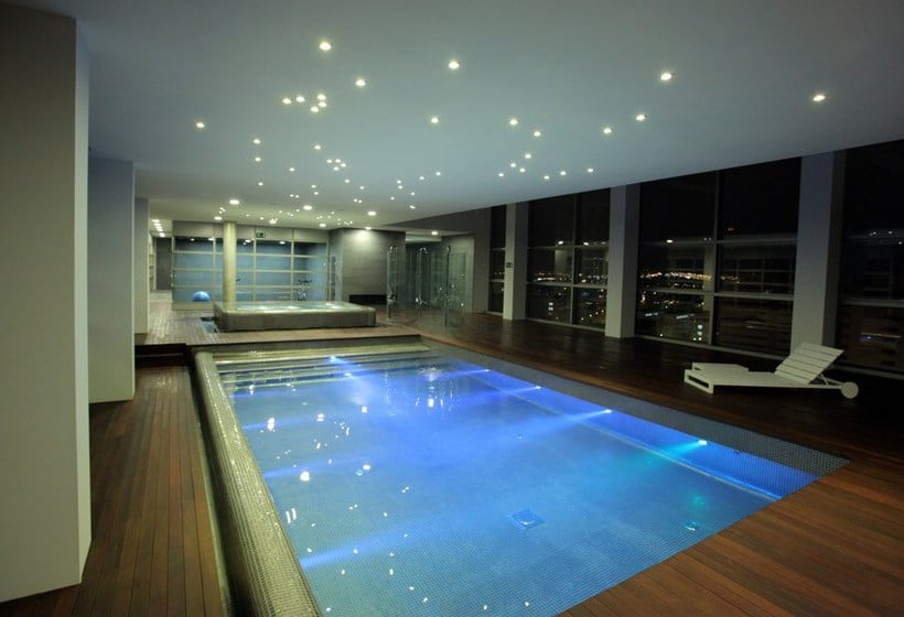 Swimming pool Hotel Reina Petronila Saragossa