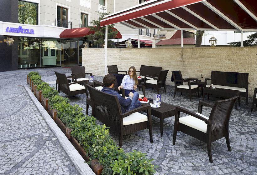Outside Hotel Mia Berre Istanbul
