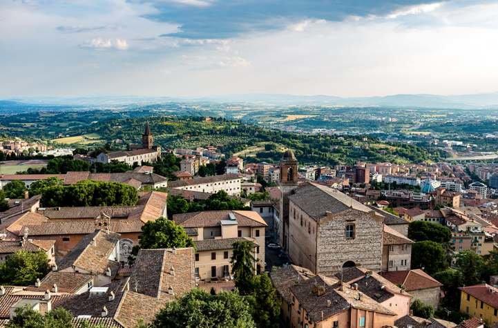 Voli Napoli - Perugia economici   Destinia