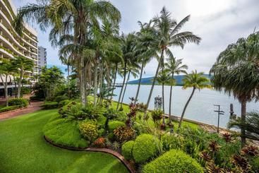 Hilton Cairns - Cairns