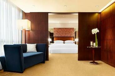 Sheraton Hong Kong Hotel & Towers -                             هونغ كونغ
