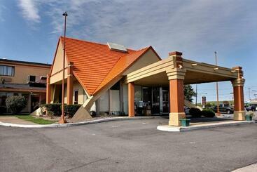 Hospitality Inn - Niagara Falls