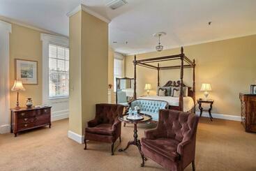 The Presidents  Quarters Inn - Savannah