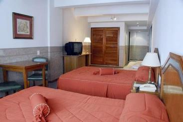 Hotel globales rep blica en buenos aires destinia for Art deco hotel buenos aires