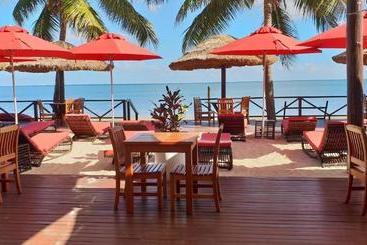 Ramada Suites By Wyndham Wailoaloa Beach Fiji - Nadi
