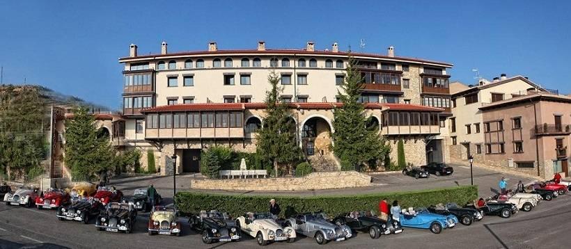 Hotel spa balfagon en cantavieja destinia for Hotel spa familiar