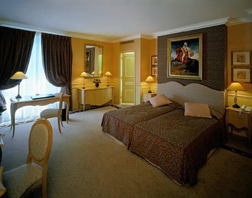 Hotel lotti par s las mejores ofertas con destinia for Zona 5 mobilia no club download