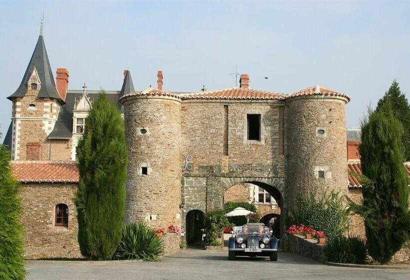 Hotel chateau de la colaissiere en st sauveur de for Chateau de la colaissiere