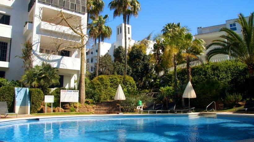 Apartamentos jardines las golondrinas en marbella destinia for Jardines las golondrinas marbella