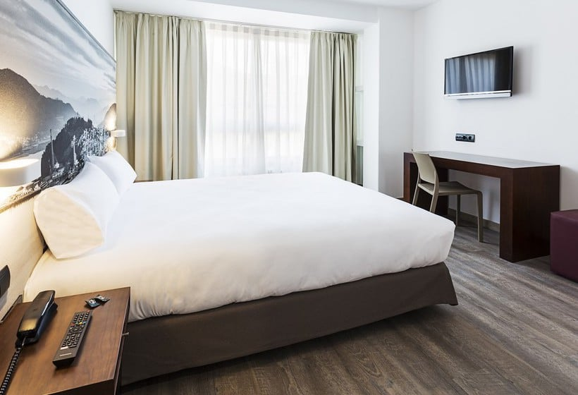 Hotel B B Madrid Aeropuerto T1 T2 T3 In Madrid Starting At 17 Destinia