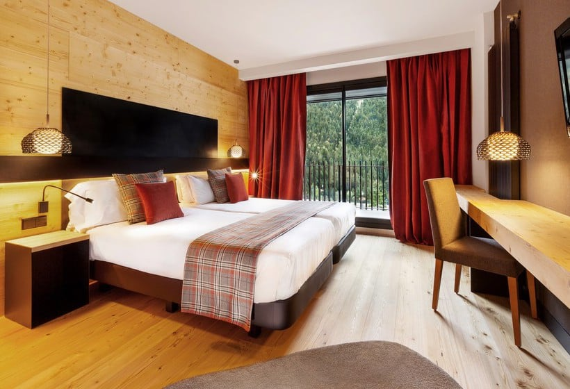 Hotel piolets park spa en soldeu destinia for Habitacion familiar andorra