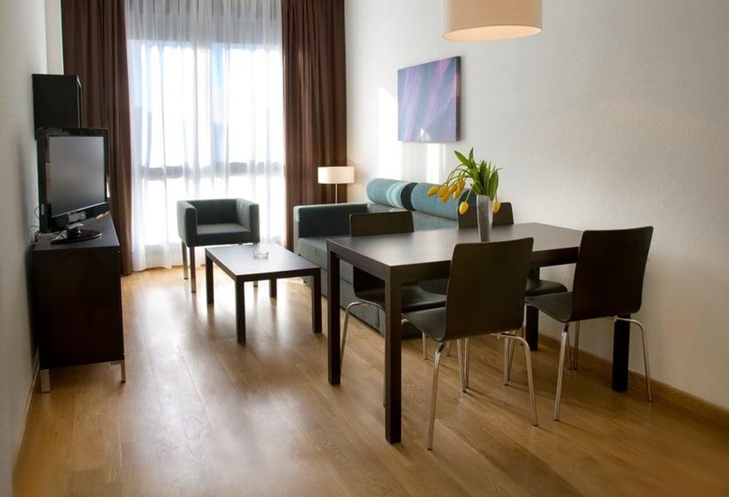 Aparthotel Compostela Suites En Madrid Destinia