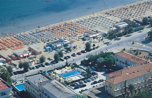 Hotel promenade universale en cesenatico destinia - Bagno florida cesenatico ...