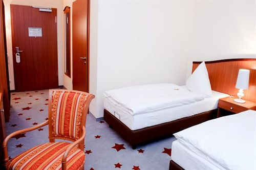 stadthotel stern wismar las mejores ofertas con destinia. Black Bedroom Furniture Sets. Home Design Ideas