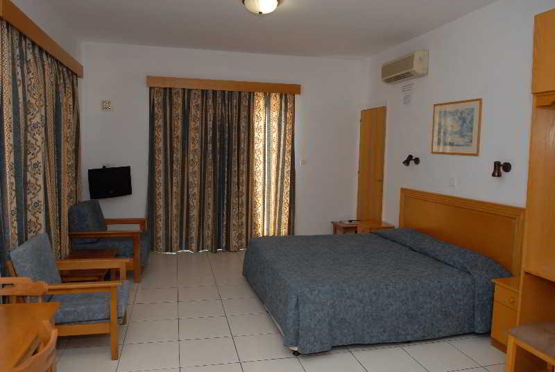отель маистрали кипр фото отеля описание одной рук держит